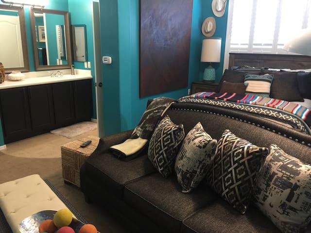 LUXURY Casita B&B - Designer finishes & amenities