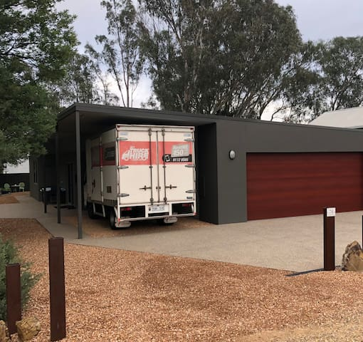 Our carport is suited to high vehicles and trailers. Valuable sporting items can be locked in garage by arrangement, excellent for bikes, motor bikes and gear.
