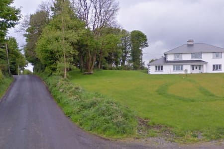 Big luxury house close to the ocean - sligo