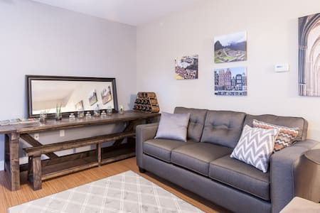 Luxury Flat by WashU, Metro, Park - Saint Louis