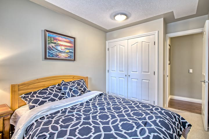 SIMPLY HOMELY AND RELAXING, SLEEPS UP TO 10 - Calgary - House