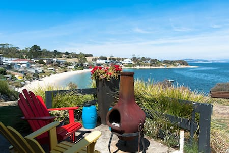 Free Australian wine total beach front cottage