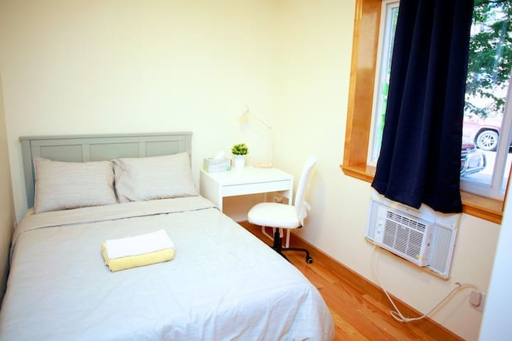 Cozy room close to subway, 20 mins to Time Square