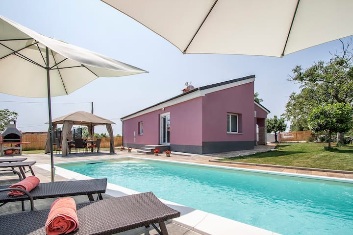 Beautifull new Villa with private pool -peaceful