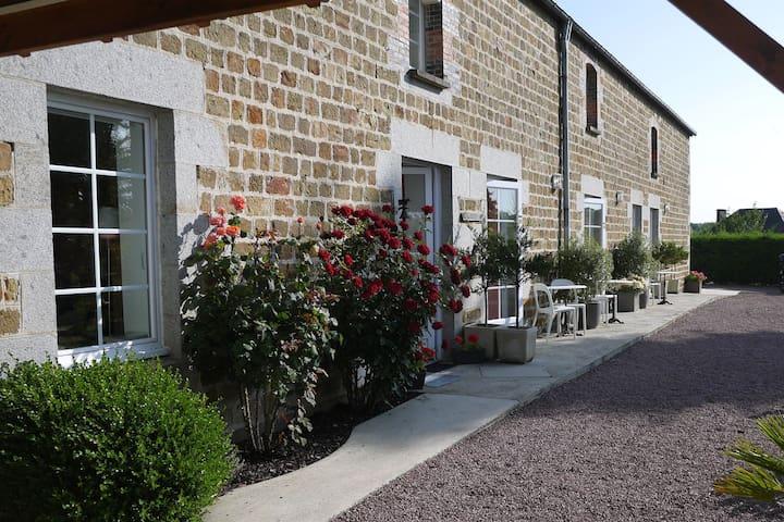 """longère authentique """"la minoterie""""chambres d'hôtes - Tessy-sur-Vire"""
