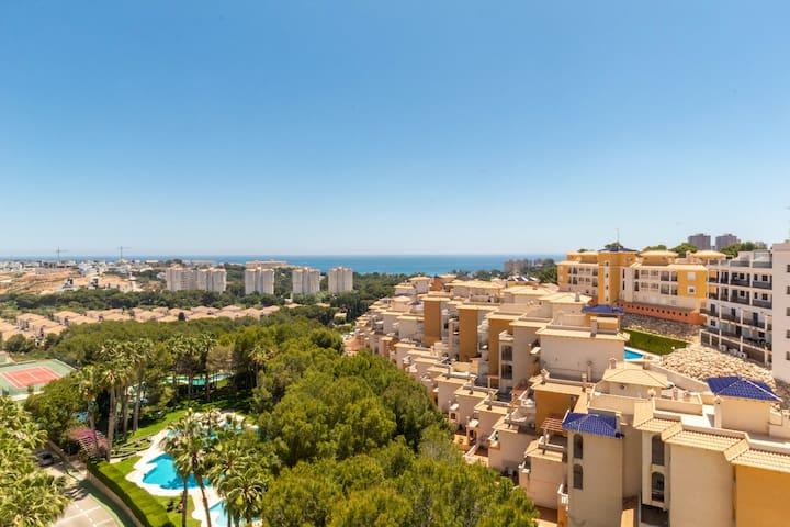 8th Floor Apartment With Fantastic Sea Views