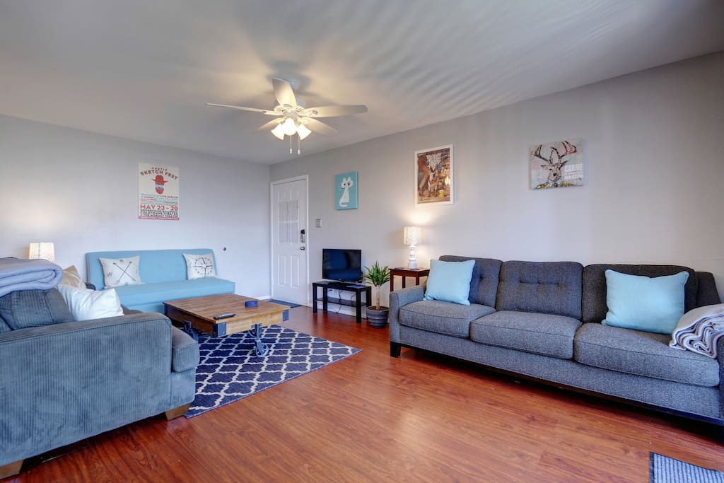 """Great Location, just a short uber ride to downtown. A clean and comfortable apartment that provided a great Airbnb experience. Jason is a great host and went out of his way to help me on a personal issue. I would surely stay here again and recommend this place to my friends."" - Andres"