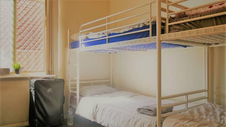 myOZexp Palmerston Lodge - Bed in 4 bed dorm