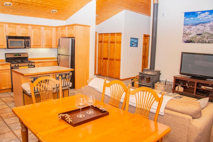 Spacious cabin near Breckenridge. Sleeps 10!