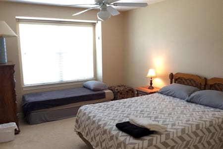 Townhouse by the Beach (L) - Destin - Townhouse