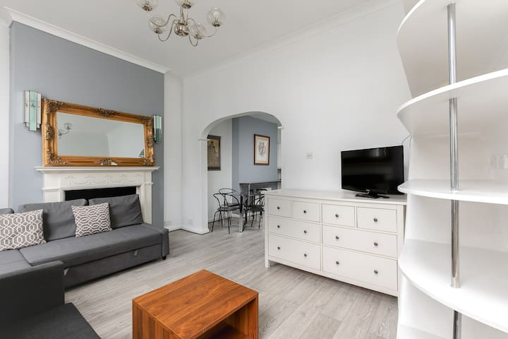 Fantastic 3 Bedroom Apartment in Victoria/Pimlico