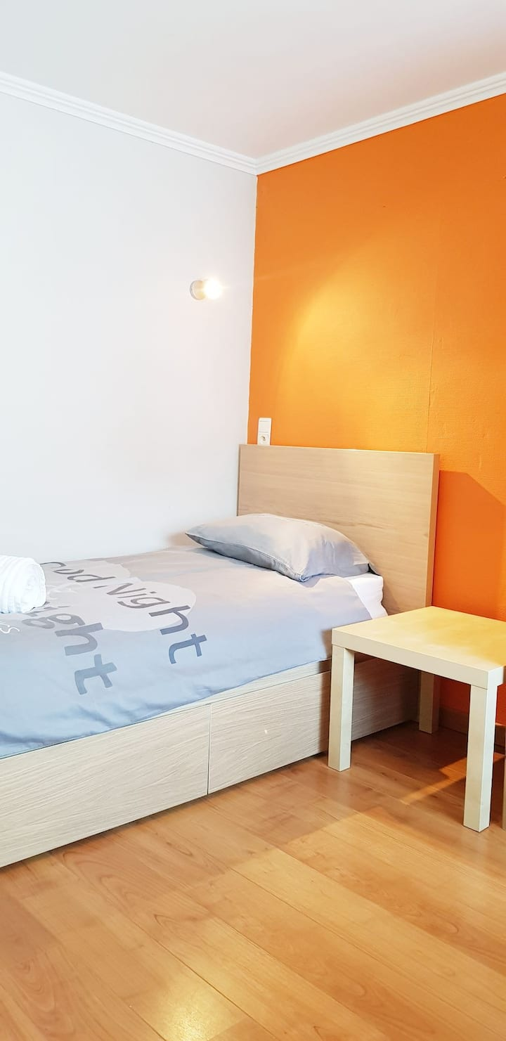CH1- Room at Home Sweet Home next to BXL airport