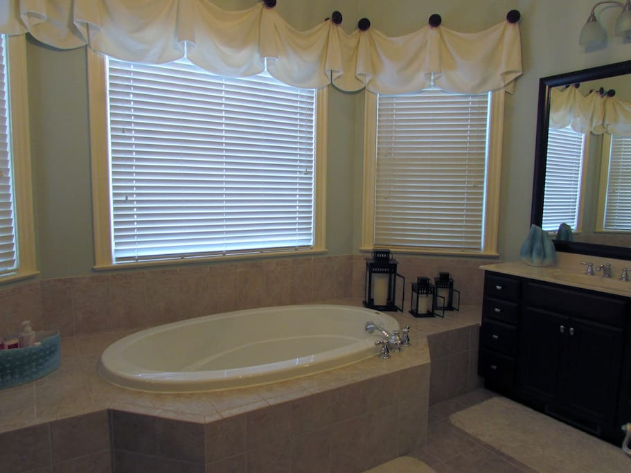 Large bedroom spa like ensuite near south park houses for 8 the salon southpark charlotte nc
