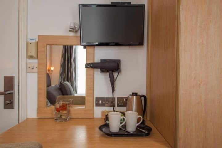 (36) · -20% OFF Modern 3ppl private ensuite room near Victoria