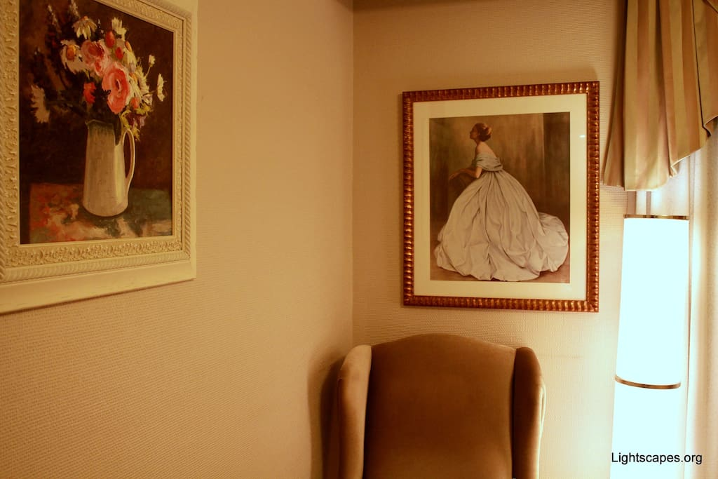 Beautiful paintings abound in the Princess room. :)