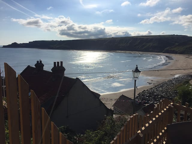 Yards from Runswick Bay beach. Spacious/Views/Fire - Runswick Bay - Rumah