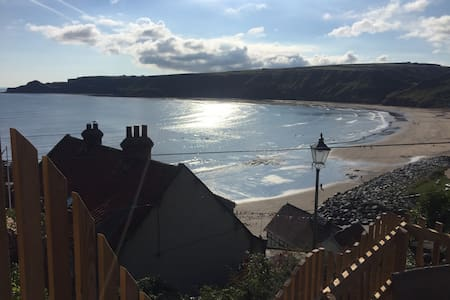 Yards from Runswick Bay beach. Spacious/Views/Fire - Runswick Bay - Hus