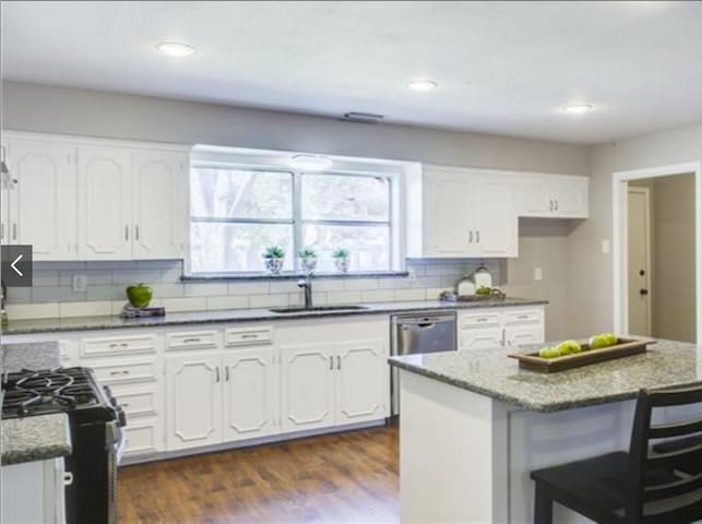New kitchen with granite counter tops and gas appliances