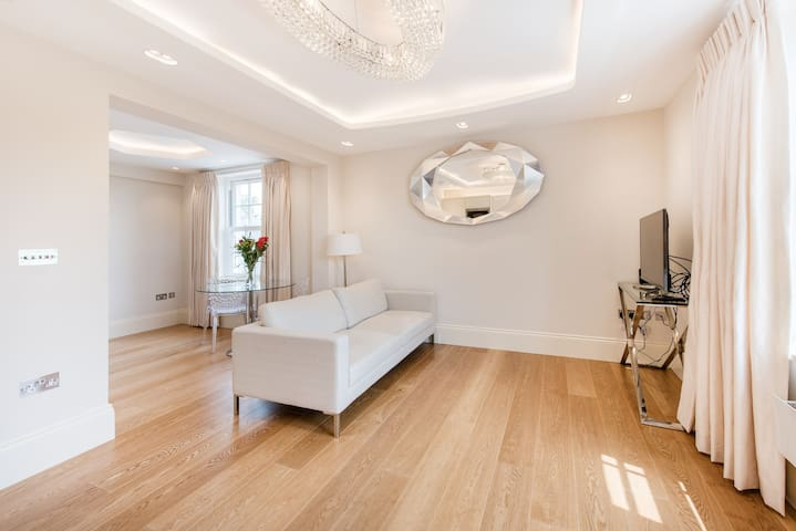 Bright & Modern Apartment in Elegant Fulham