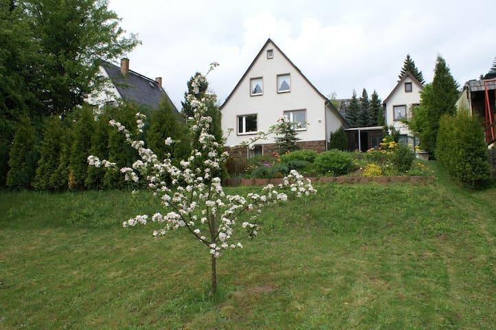 ....mit großem Garten...