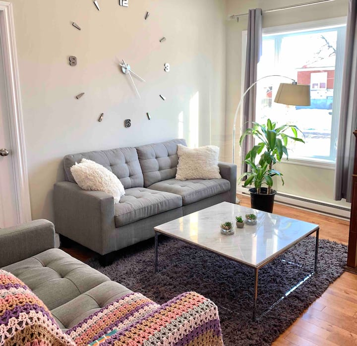 Brand new guest room in a house FR/EN/ES