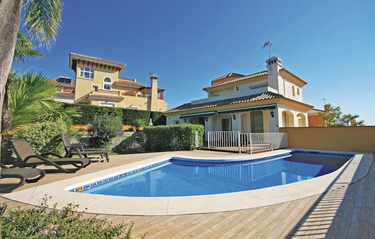 Holiday cottage with 4 bedrooms on 182m² in Coín