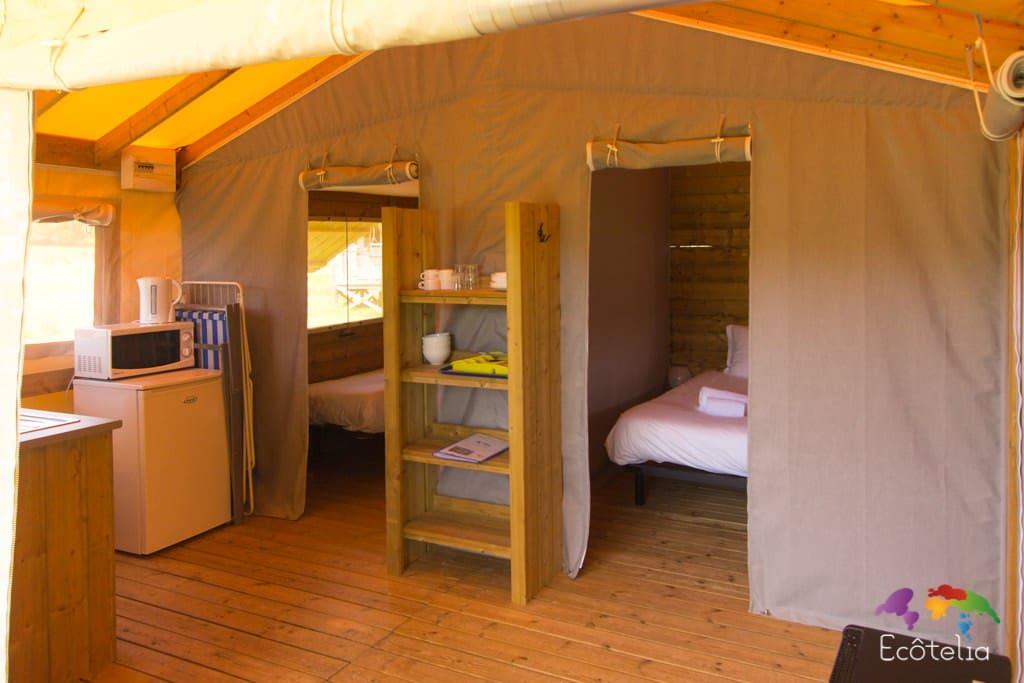 Tente Safari - Pièce à vivre et chambres