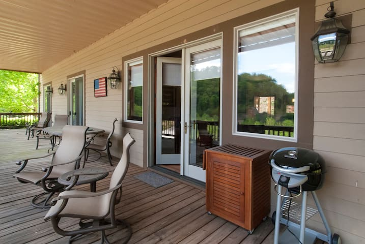 Beautifully Appointed Condo in Mountain Resort