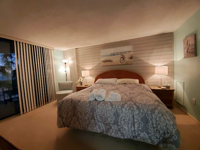 King bed with ocean view and patio, en suite bath