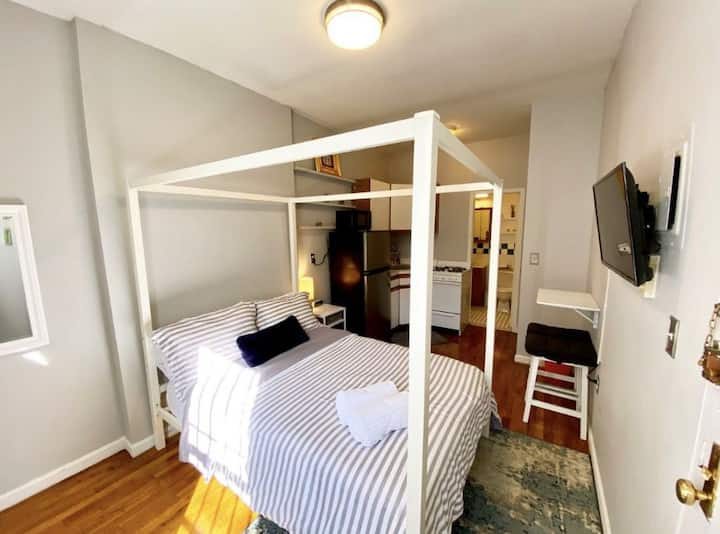 Quaint East Village Studio - Live like a local