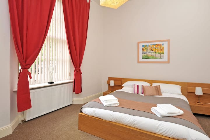 11 Astor House modern and comfortable one bed apartment ideal for couples or small families