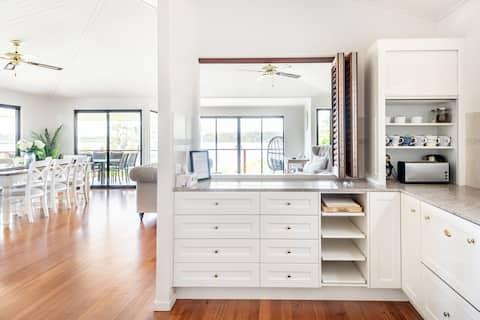 Piękny apartament w stylu Hampton Lake View