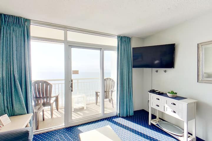 17th floor ocean view condo w/ free WiFi, shared pool, shared hot tub, balcony