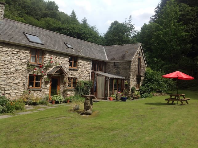 Room with en-suite: Woodland Cottage, North Wales