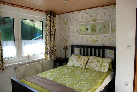 Bed & Breakfast in peaceful woodland surroundings