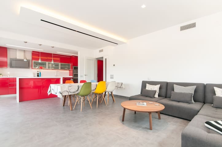 Sunny, modern appartment in a quiet coaster town - Cubelles - Apartemen