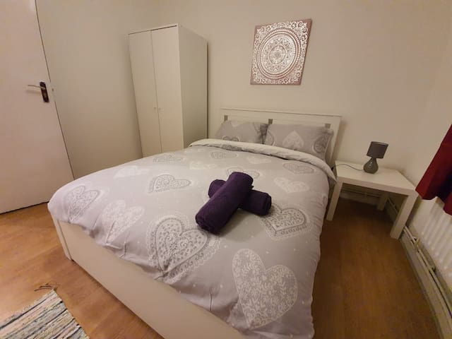 Kingsize Double Room Close to Tower Hill