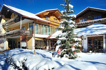 4* Landhotel Böld Oberammergau - Oberammergau - ที่พักพร้อมอาหารเช้า