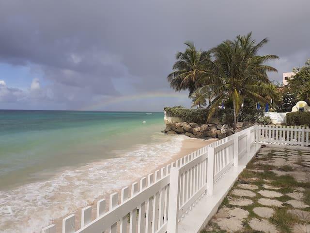 FABULOUS LOCATION - THE BEACH