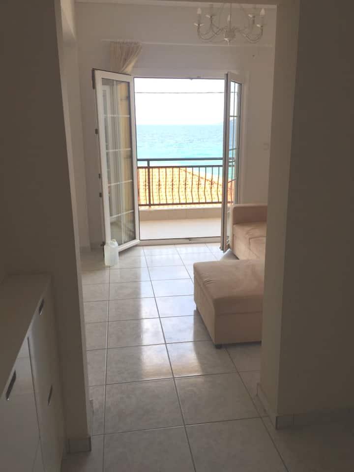 Ολόκληρο διαμέρισμα 20 μέτρα από τη θάλασσα