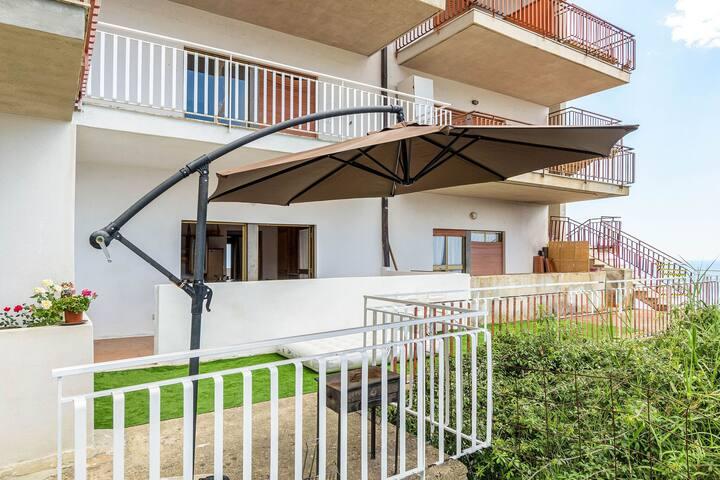 Maison de Vacances Vue Mer à Letojanni avec Jardin