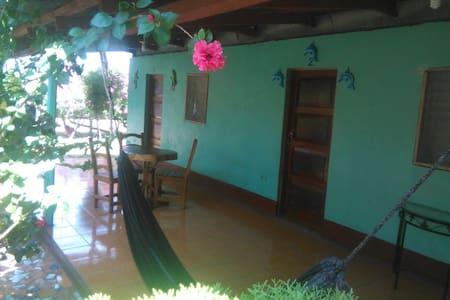 Triple Habitación San Ramón, Ometepe - Hytte