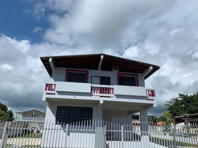 Beach Guest House / Casa de Playa