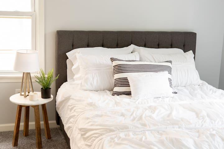 Cozy Wideawake Apartment