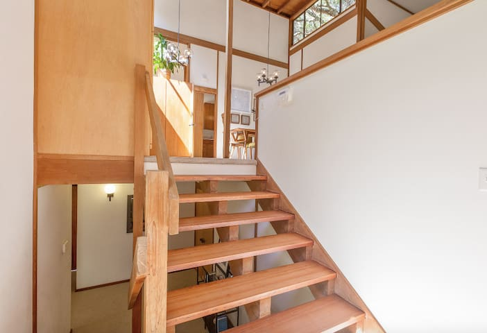 Oakland Hills 4BR/2BA Home Mid-Century (1-6month)