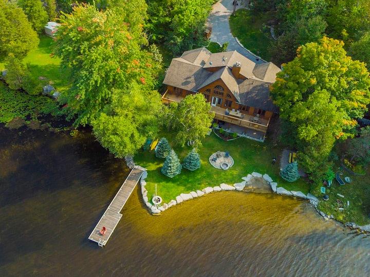 Luxury Buckhorn Lake  Log Cottage With Hot Tub
