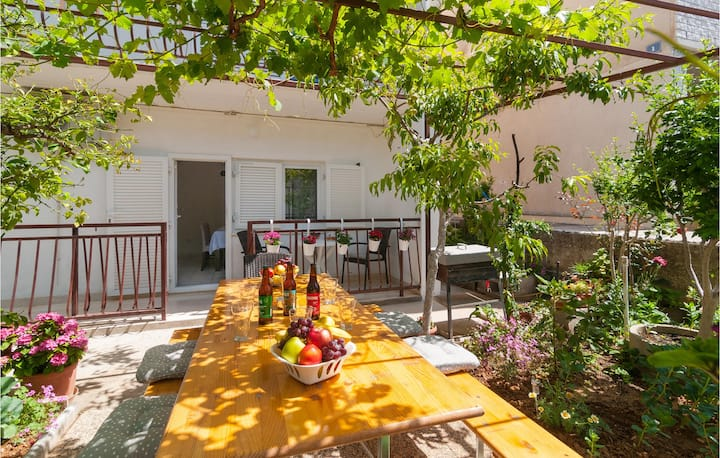 Awesome home in Dugi Rat with WiFi and 3 Bedrooms