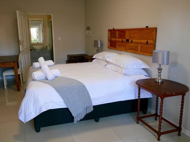 The Garden Shed Room 7 - Wellington - Bed & Breakfast