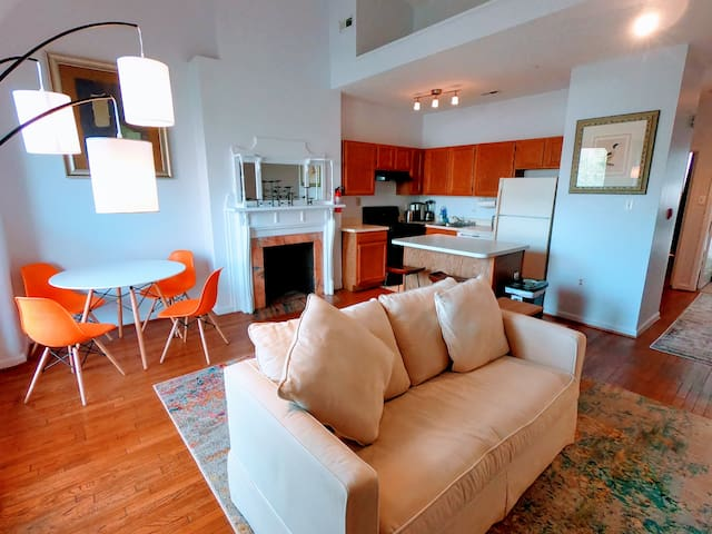 Hotspot on 17TH ST NW 2BR steps to Dupont Circle