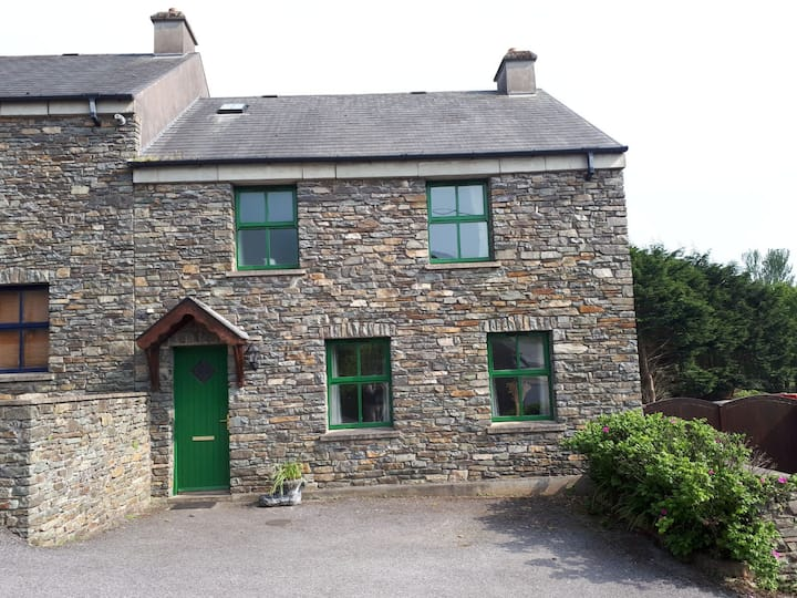 """""""The Cobbler"""" Rosscarbery Holiday Cottage"""